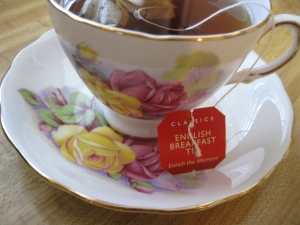 Doing this 21 Days of Teas did enrich many mornings. Now I am going to publish this post, so I am relax with a cup of English breakfast.
